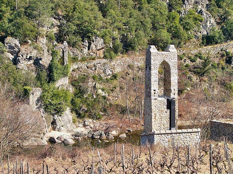 Photo du Monument Historique Pont suspendu sur l'Eyrieux situé à Saint-Fortunat-sur-Eyrieux