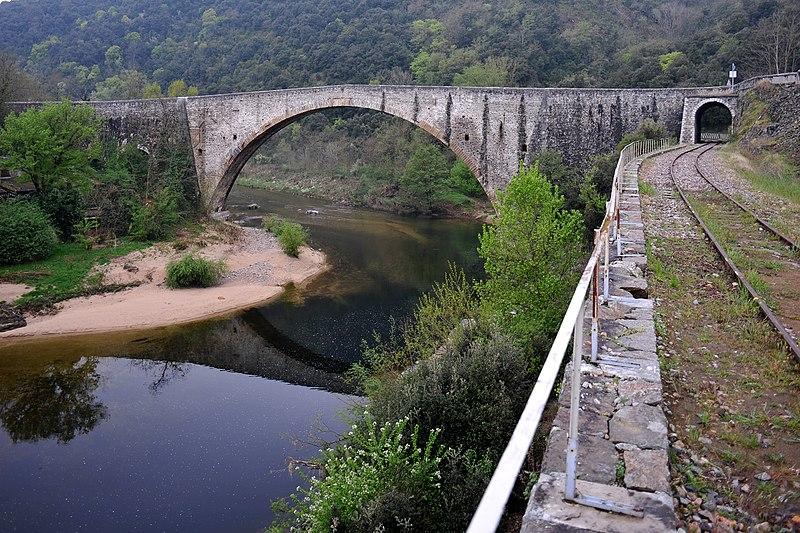 Photo du Monument Historique Pont sur le Doux dit le Grand Pont (également sur commune de Tournon-sur-Rhône) situé à Saint-Jean-de-Muzols