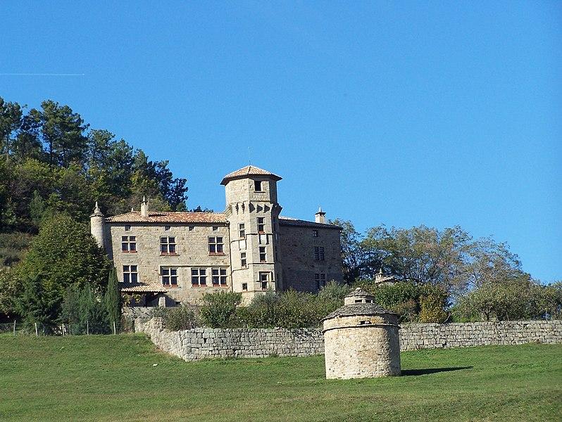 Photo du Monument Historique Château de Versas situé à Sanilhac