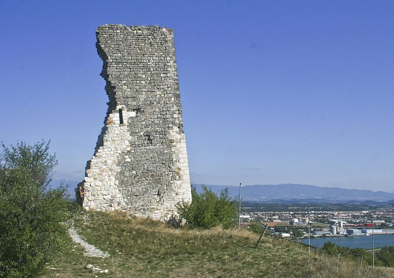 Photo du Monument Historique Tour penchée situé à Soyons