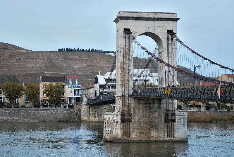 Photo du Monument Historique Passerelle Seguin sur le Rhône (également sur commune de Tain-l'Hermitage, dans la Drôme) situé à Tournon-sur-Rhône