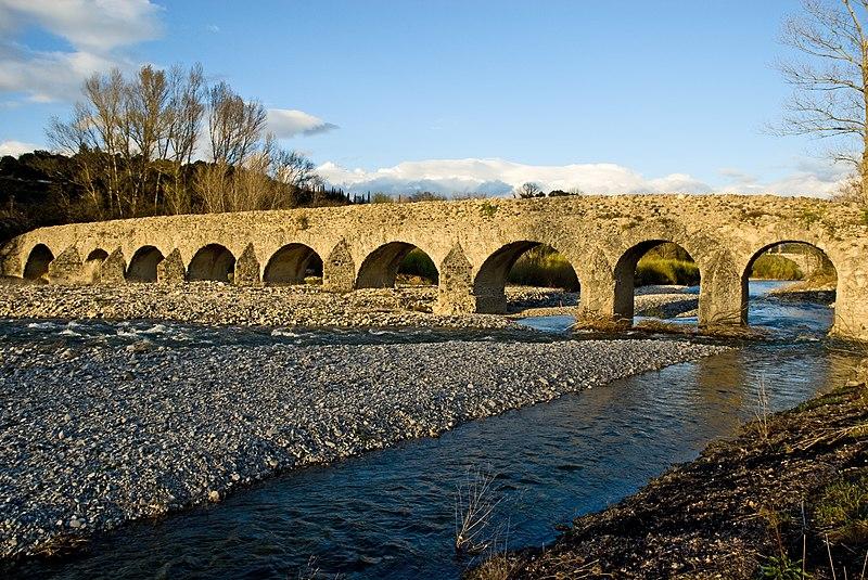 Photo du Monument Historique Pont romain franchissant l'Escoutay situé à Viviers
