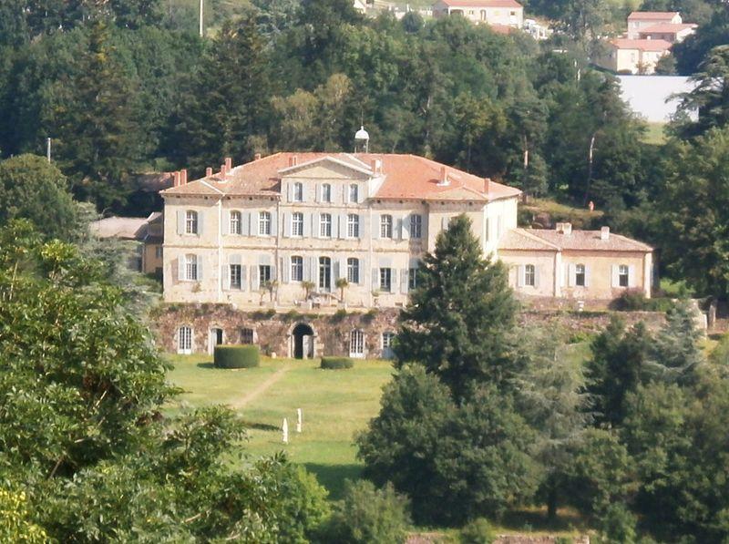 Photo du Monument Historique Château de la Rivoire situé à Vanosc