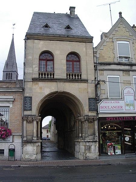 Photo du Monument Historique Palais de Charlemagne ou Dome situé à Attigny
