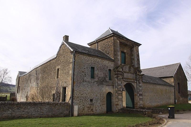 Photo du Monument Historique Ancien château de Turenne, actuellement ferme situé à Bazeilles