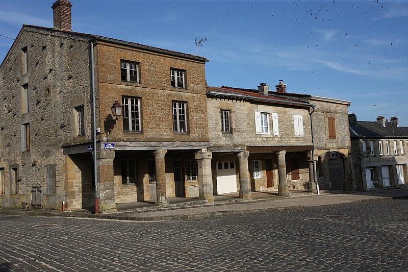 Photo du Monument Historique Maison à arcades situé à Beaumont-en-Argonne