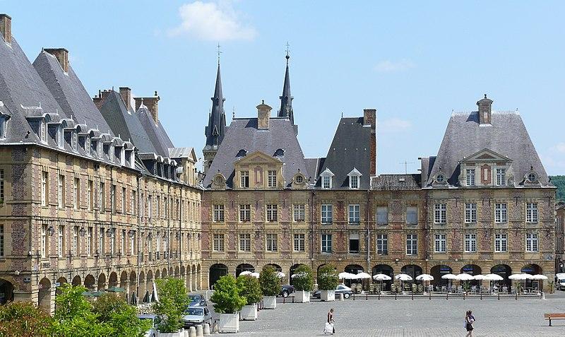 Photo du Monument Historique Place Ducale situé à Charleville-Mézières