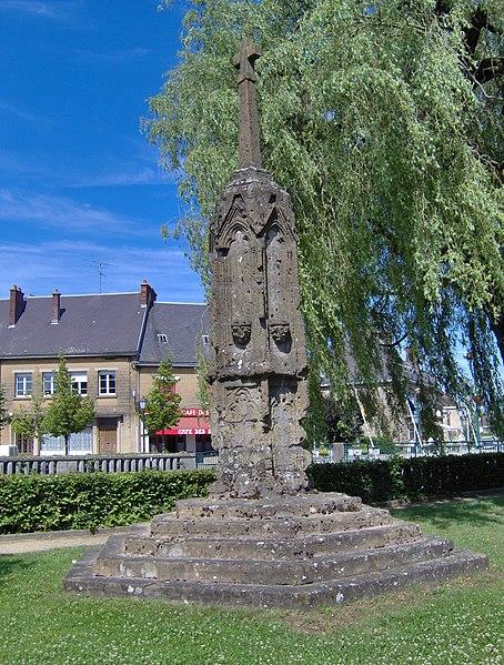 Photo du Monument Historique Croix de carrefour situé à Le Chesne