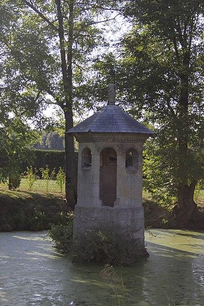 Photo du Monument Historique Eglise, cimetière et fontaine Saint-Pierre situé à Chuffilly-Roche