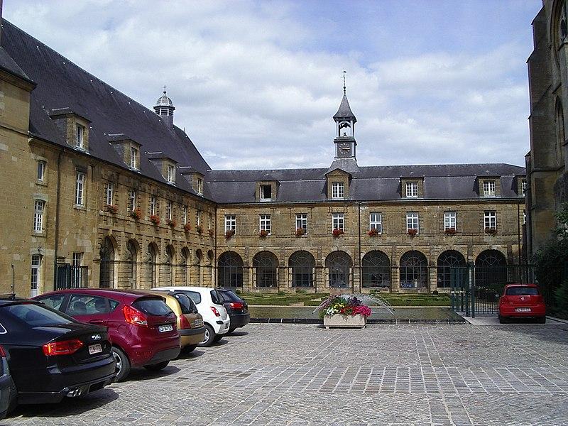 Photo du Monument Historique Ancien monastère situé à Mouzon