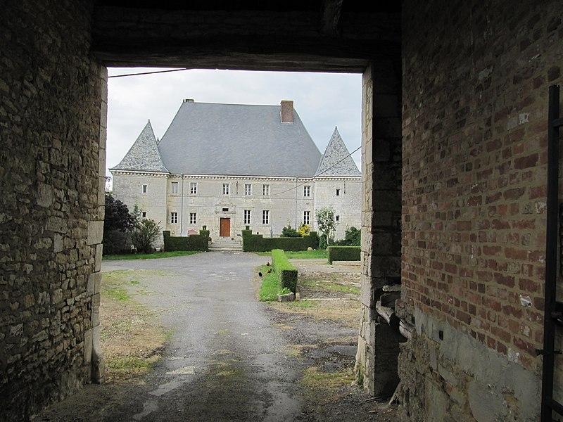 Photo du Monument Historique Château du Maippes situé à Prez