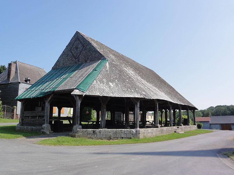 Photo du Monument Historique Halle situé à Saint-Jean-aux-Bois