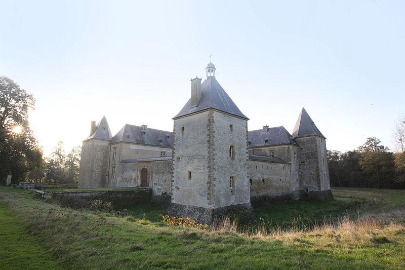 Photo du Monument Historique Château de Tassigny situé à Sapogne-sur-Marche