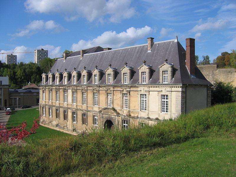 """Photo du Monument Historique """"Château-Bas"""", à l'entrée de la citadelle situé à Sedan"""