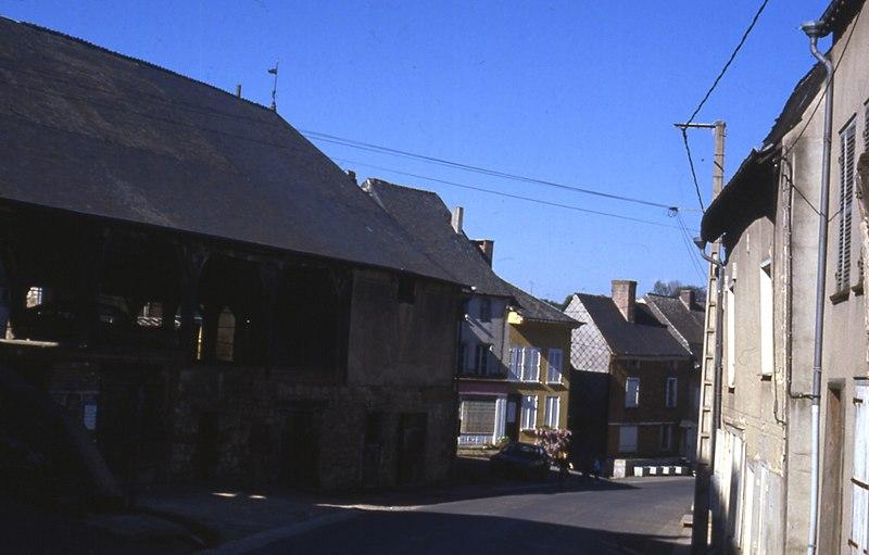 Photo du Monument Historique Halle situé à Wasigny