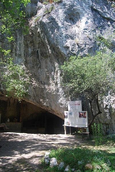 Photo du Monument Historique Grotte de la Vache situé à Alliat