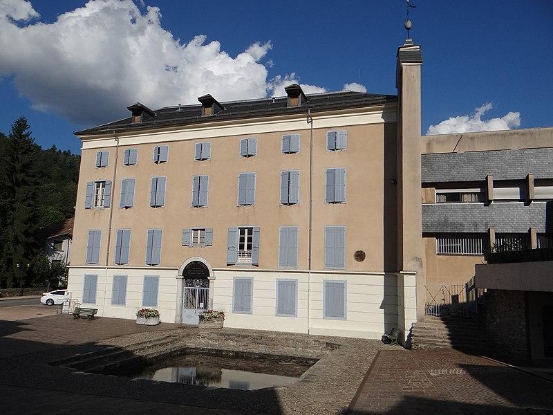 Photo du Monument Historique Bassin des Ladres devant l'hôpital Saint-Louis situé à Ax-les-Thermes