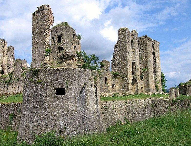 Photo du Monument Historique Château (ruines) situé à Lagarde