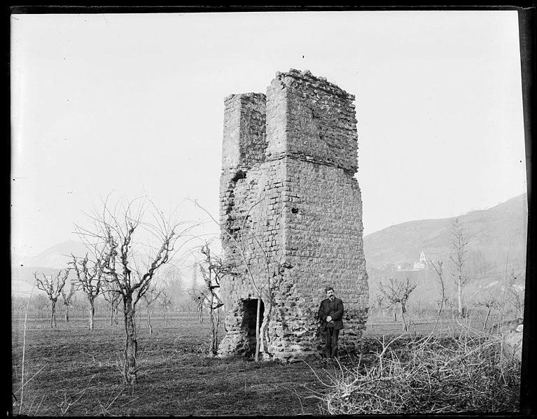 Photo du Monument Historique Pile romaine de Luzenac situé à Moulis