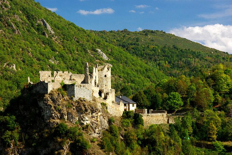 Photo du Monument Historique Château d'Usson-les-Bains situé à Rouze
