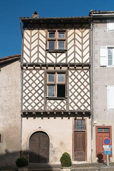 Photo du Monument Historique Maison à pans de bois du 16e siècle, dite maison Loubières situé à Saint-Lizier
