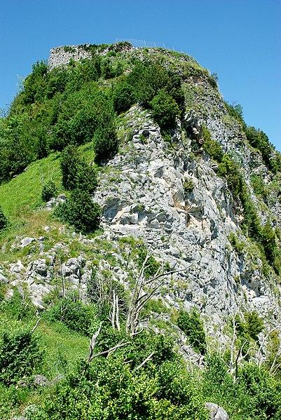 Photo du Monument Historique Château de Mirabat situé à Ustou