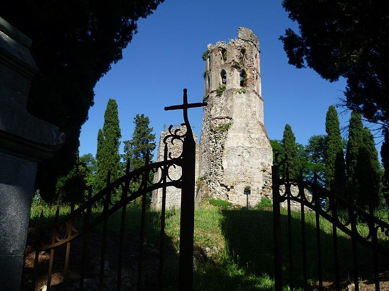 Photo du Monument Historique Ancienne église Notre-Dame du Clocher ou de Noguès situé à Lescure