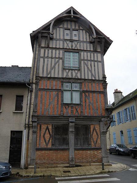 Photo du Monument Historique Maison en pans de bois du 16s situé à Bar-sur-Seine