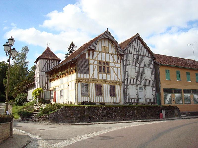 Photo du Monument Historique Maison à pans de bois situé à Chavanges