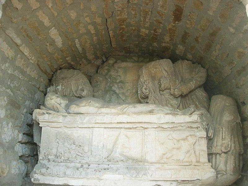 Photo du Monument Historique Autel et croix situé à Coussegrey