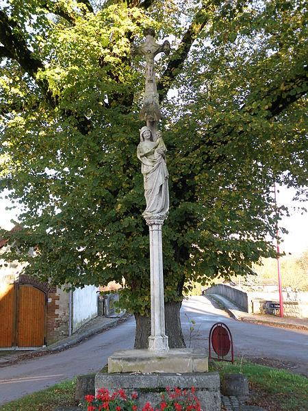 Photo du Monument Historique Croix de carrefour, à l'extrémité du pont situé à Fouchères