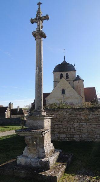 Photo du Monument Historique Autel et croix situé à Pargues