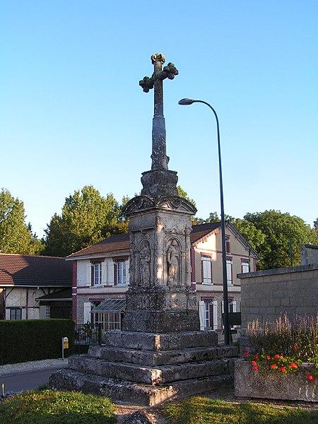Photo du Monument Historique Croix de cimetière situé à Poivres