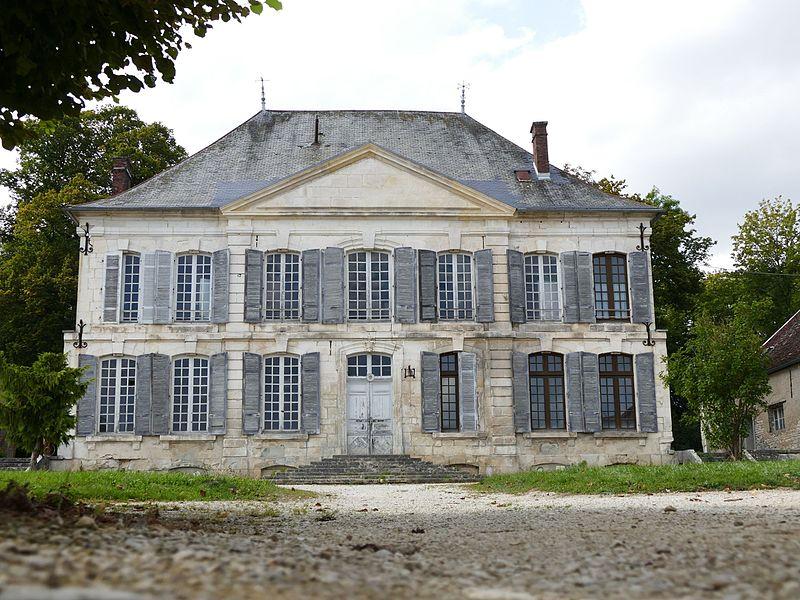 Photo du Monument Historique Château du Clos-Saint-Roch (communs non compris) situé à Les Riceys