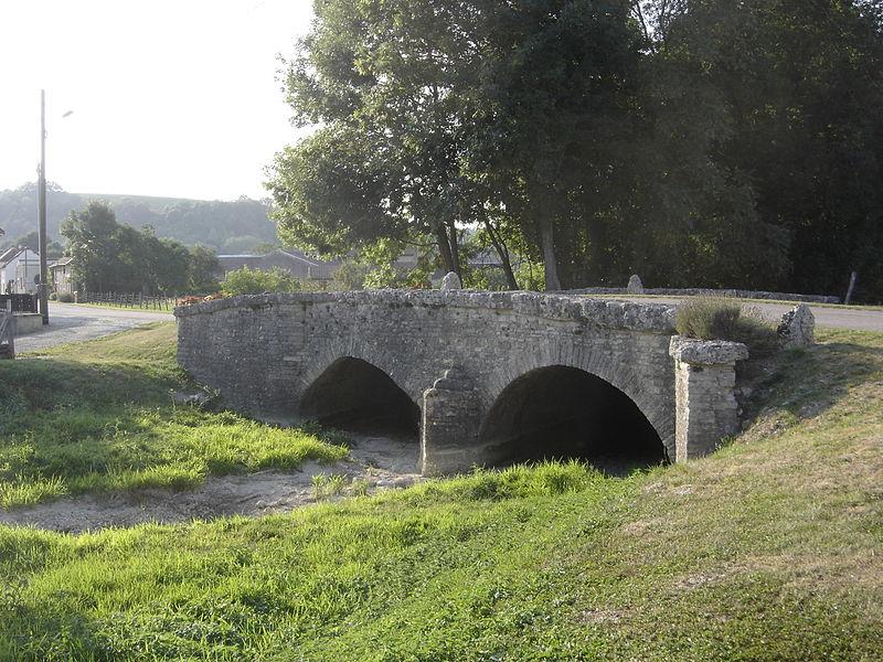Photo du Monument Historique Pont dit Pont romain sur le Landion situé à Spoy