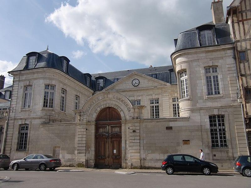 Photo du Monument Historique Chambre de commerce, ancien hôtel Camusat situé à Troyes