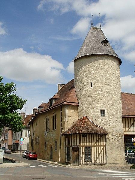 Photo du Monument Historique Hôtel du Petit Louvre situé à Troyes