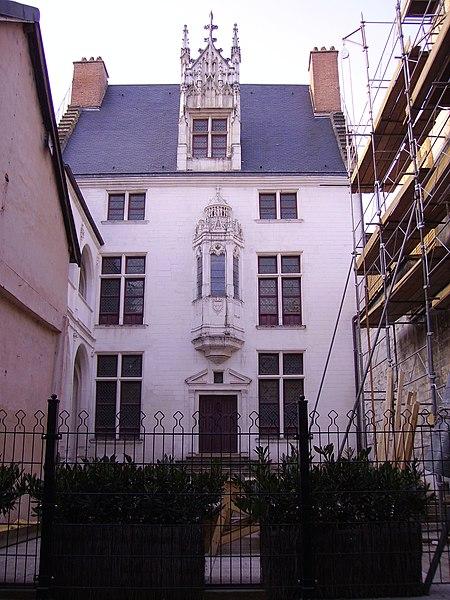 Photo du Monument Historique Hôtel des Ursins situé à Troyes