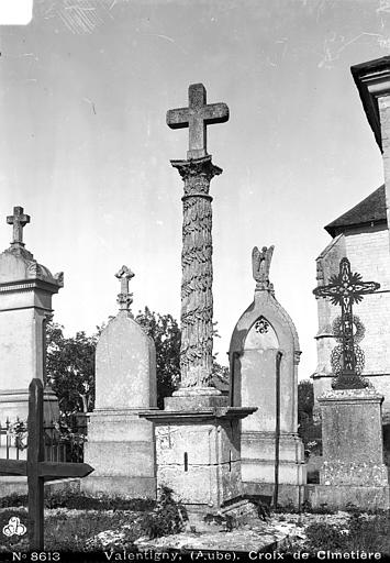 Photo du Monument Historique Croix situé à Vallentigny