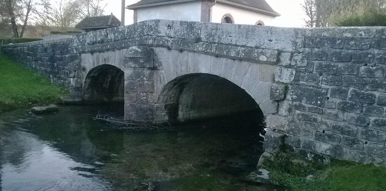 Photo du Monument Historique Pont enjambant la Vanne situé à Villemaur-sur-Vanne