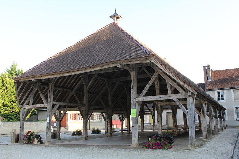Photo du Monument Historique Halle situé à Estissac