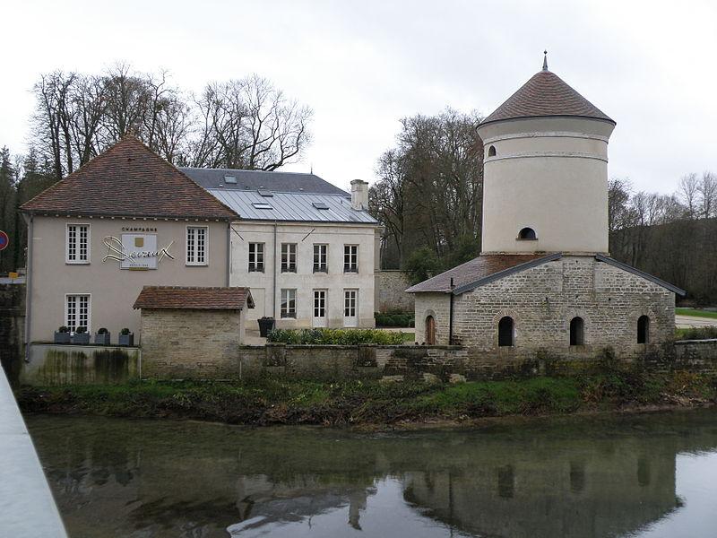 Photo du Monument Historique Domaine de Villeneuve situé à Bar-sur-Seine