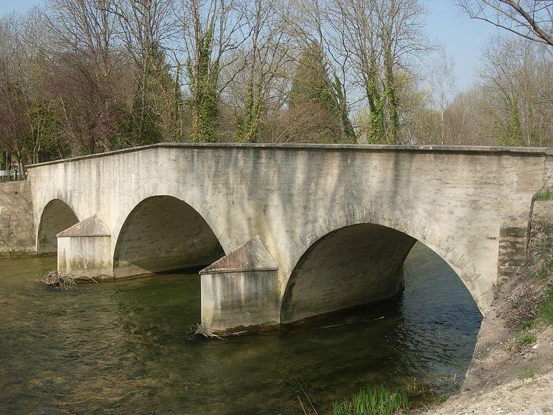 Photo du Monument Historique Pont sur l'Ource situé à Loches-sur-Ource