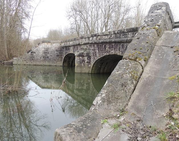 Photo du Monument Historique Ponts de l'ancienne route royale Paris-Bâle (R.N. 19 et R.D. 919) (également sur commune de Nogent-sur-Seine) situé à Le Mériot