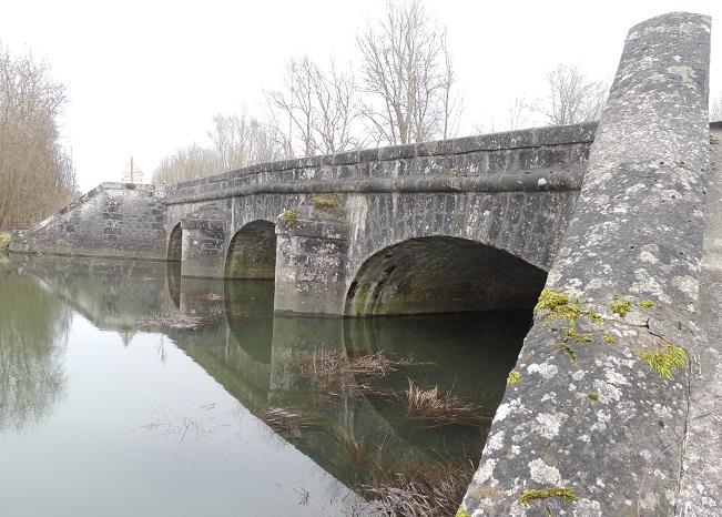 Photo du Monument Historique Ponts de l'ancienne route royale Paris-Bâle (R.N. 19 et R.D. 919) situé à Nogent-sur-Seine
