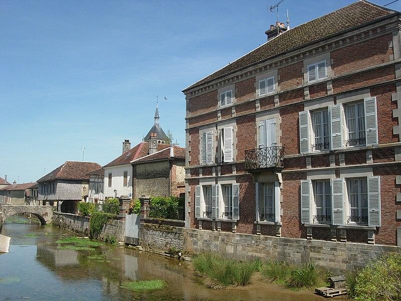 Photo du Monument Historique Pont d'une arche dit Henri IV situé à Soulaines-Dhuys