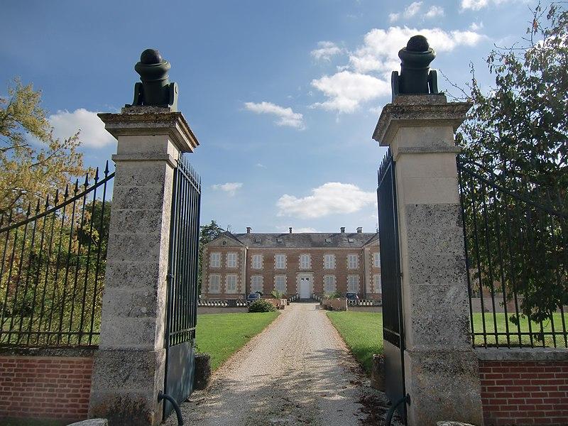 Photo du Monument Historique Château du Plessis situé à Fresnoy-le-Château