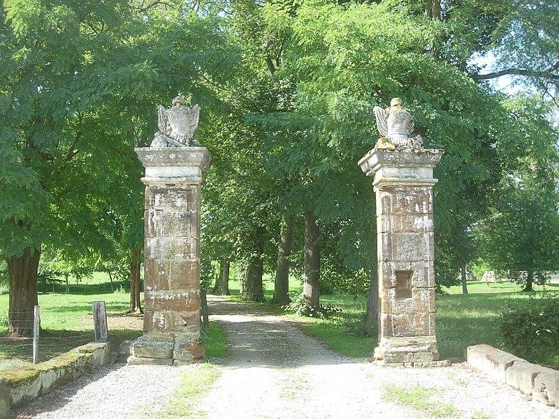 Photo du Monument Historique Ancien château de Fuligny situé à Fuligny