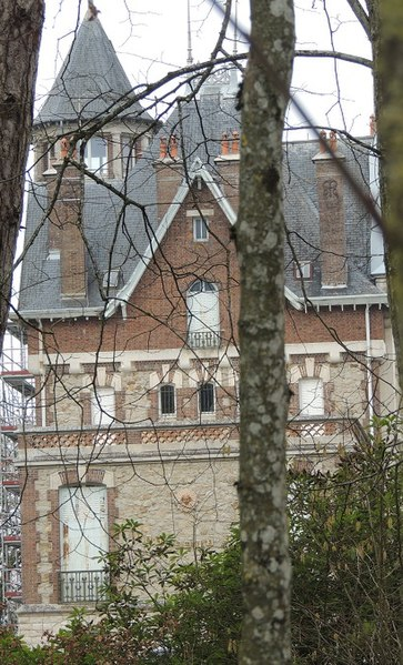 Photo du Monument Historique Château de Chavaudon situé à Marcilly-le-Hayer