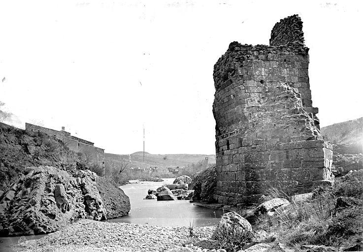Photo du Monument Historique Vestiges du pont du Diable situé à Alet-les-Bains